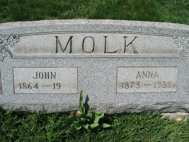 John and Anna Molk tombstone